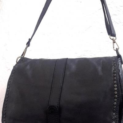 April bag art sac noir contour clous bis
