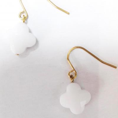 Boucles d oreilles zag trefle blanc