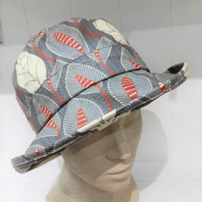 Chapeau pluie feuillage gris