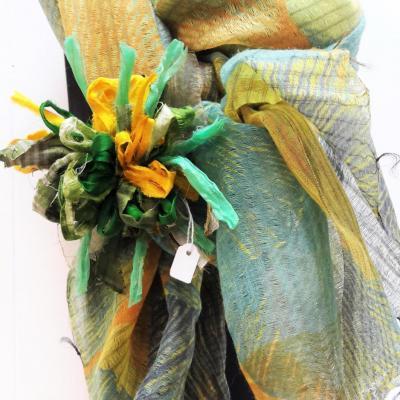 Etole broche bleu jaune vert