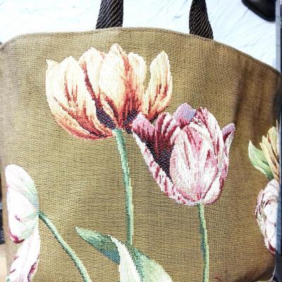 Panier art de lys tulipes